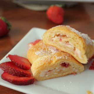 Yummy 3-ingredient Sweet Strawberry Cream Cheese Croissants | KitchenCents.com