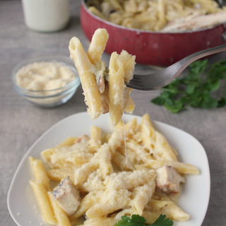 Cheesy Skillet Chicken Ranch Mac 'n' Cheese | KitchenCents.com