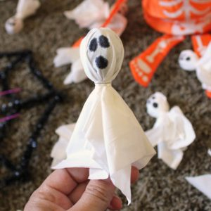 Easy DIY Spooky Ghost Suckers