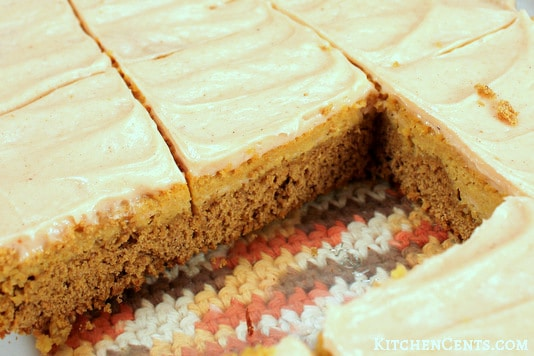 The layers of this Easy Spiced Pumpkin Cheesecake Bars perfect fall dessert recipe | Kitchen Cents
