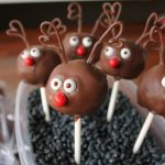 4-Ingredient Red-Nose Reindeer Cake Pops | Kitchen Cents