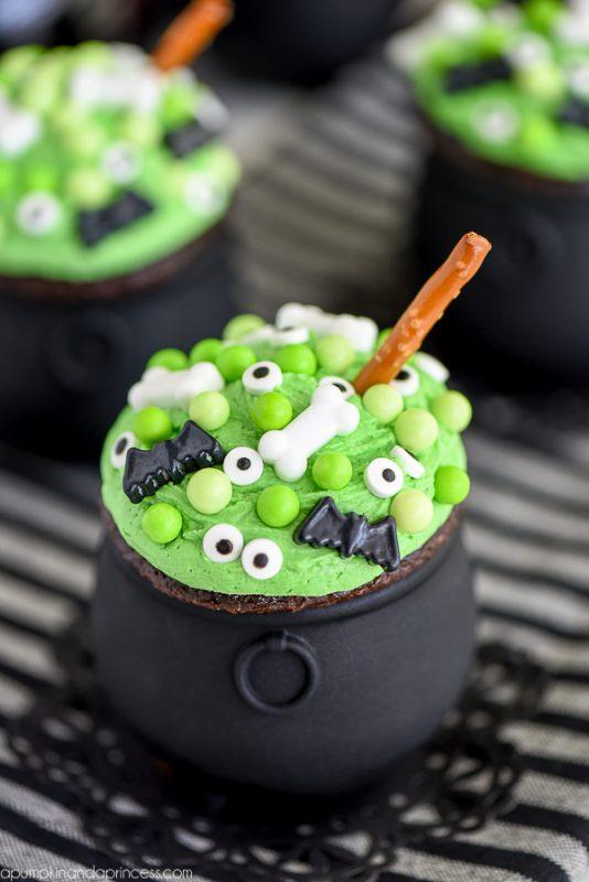 Cauldron Cupcakes | 25+ Halloween Treats Kids will Love
