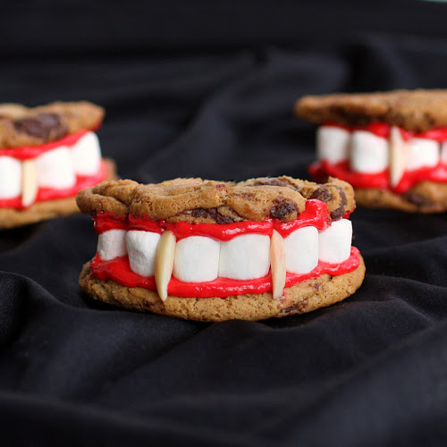 Draculas Dentures | 25+ Halloween Treats Kids will Love