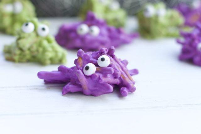 Pretzel Monsters | 25+ Halloween Treats Kids will Love