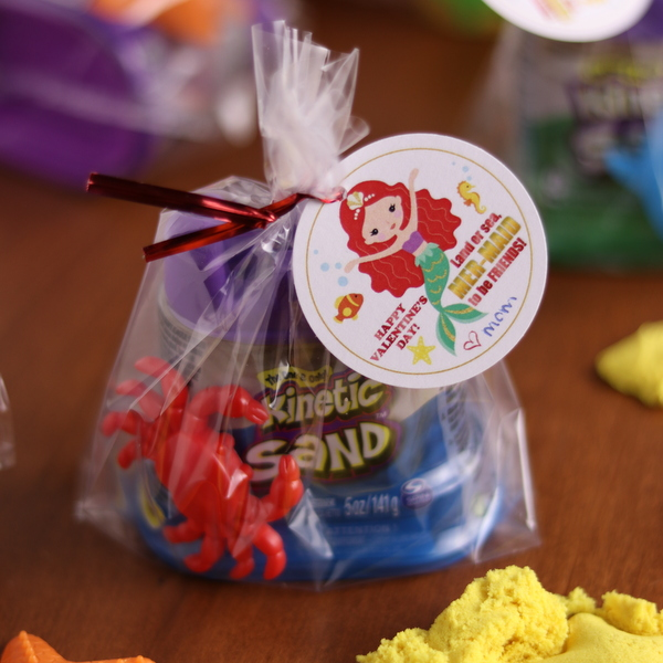 Easy No-Mess Sand Mermaid Valentine with free printable | Kitchen Cents
