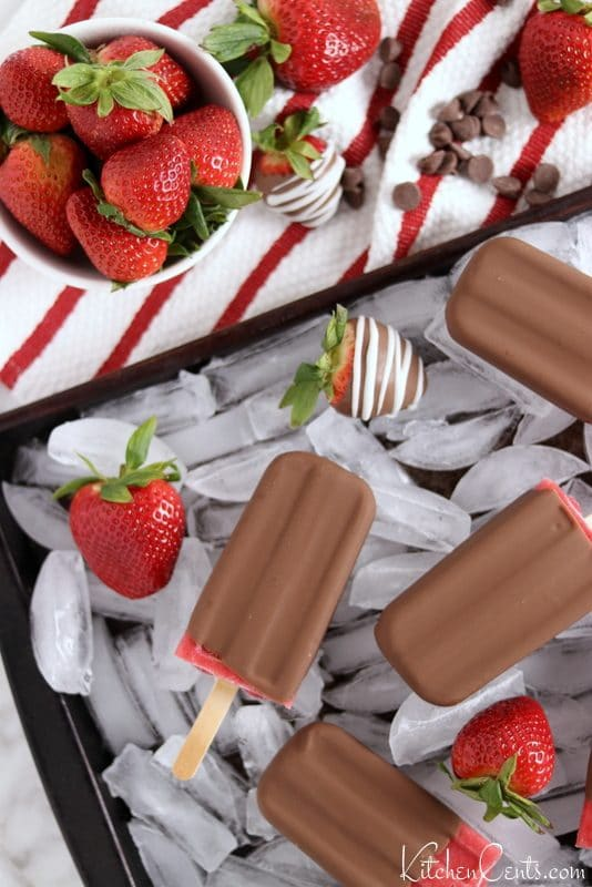 Easy 3-Ingredient Chocolate Covered Strawberry Popsicles | Kitchen Cents