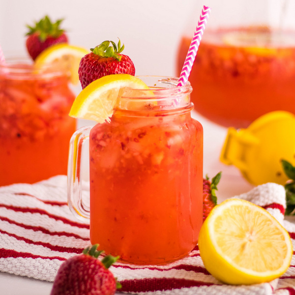Easy Homemade Strawberry Lemonade Recipe with 4 ingredients   Kitchen Cents