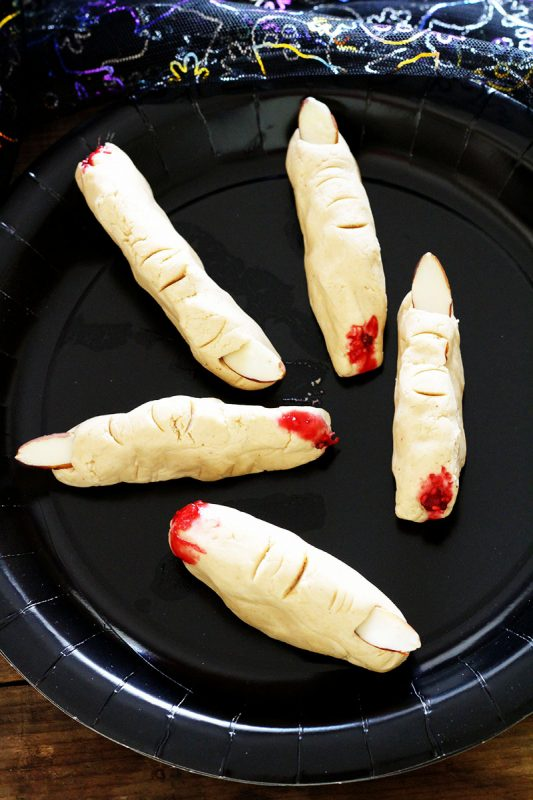 Witch Fingers | 21+ No-Bake Halloween treats | Kitchen Cents
