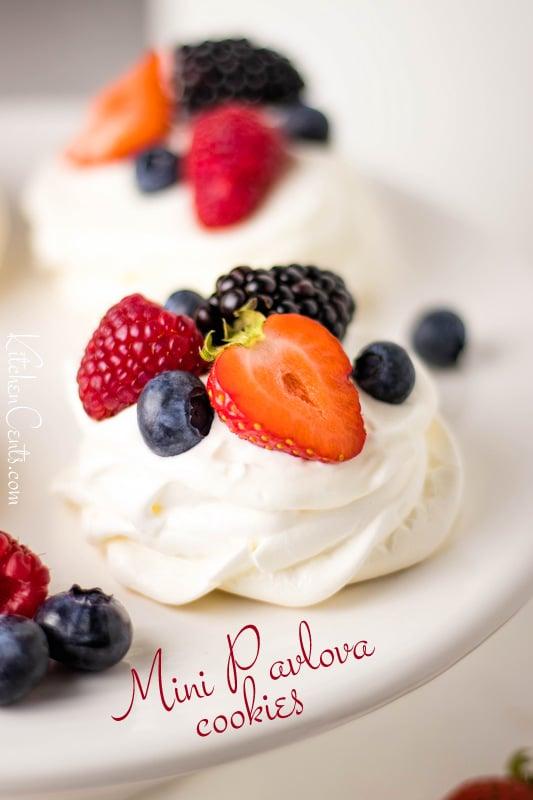 Mini Pavlova Cookies with berries | Kitchen Cents