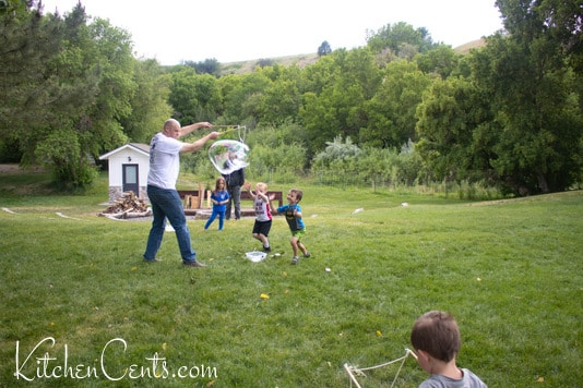 Giant bubbles Family reunion | Kitchen Cents